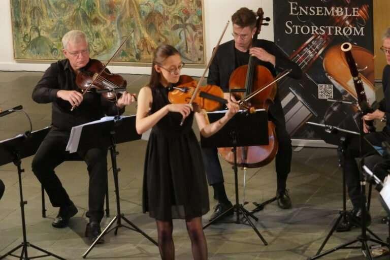 Josephine Franyo som solist med Ensemble Storstrøm, 2020, foto: Bjørn Meldgaard